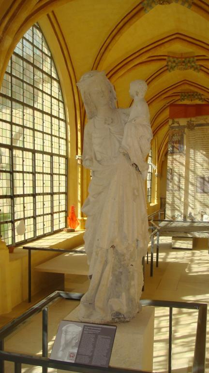 La Vierge au pied d'argent - 1