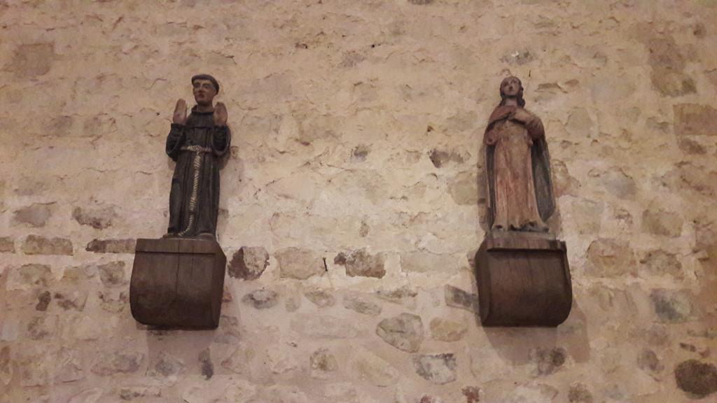 Domfront-sur-l'Eau- statues